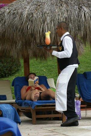 The Royal Suites Punta de Mita: Lounge side service