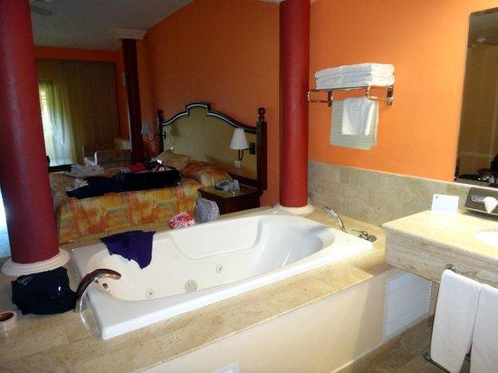 The Royal Suites Punta de Mita: Room - with open bathroom