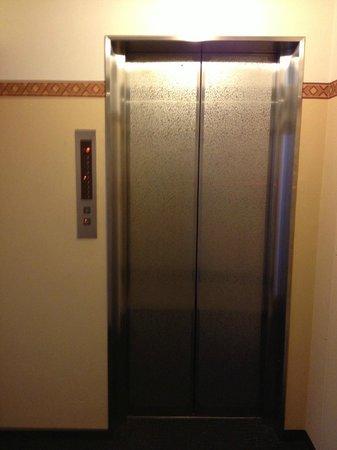 Hotel Listel Shinjuku : Elevator
