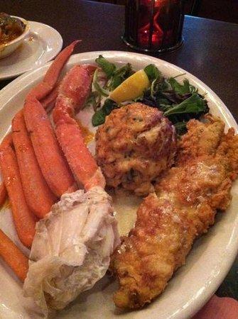 Luna Del Sea Steak & Seafood Bistro: crab trio... sooo good!
