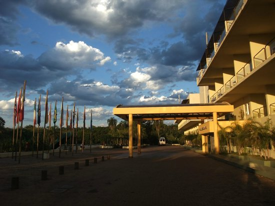 Melia Iguazu Resort & Spa: Front entrance
