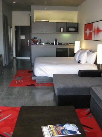 HotelRED: Guestroom facing stadium
