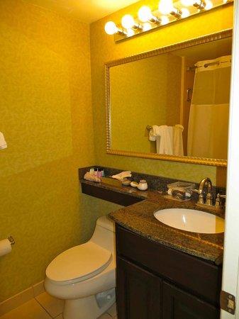 تريجر باي ريزورت آند مارينا: Bathroom