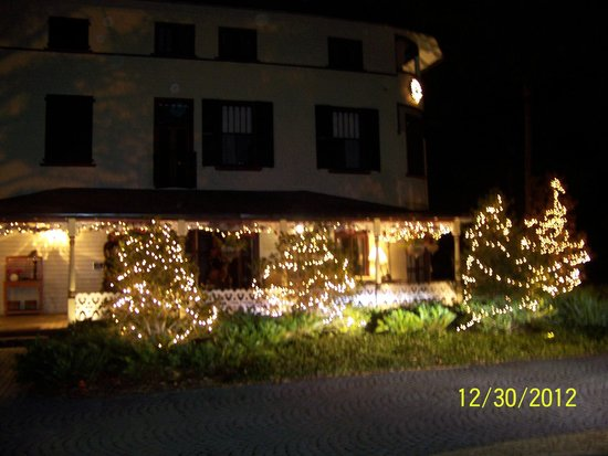 DeLand, Φλόριντα: Beautifully decorated for Christmas, as is the inside.