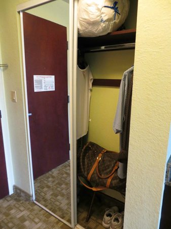 Treasure Bay Resort & Marina: Closet