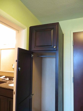 Treasure Bay Resort & Marina: Another small storage, closet area