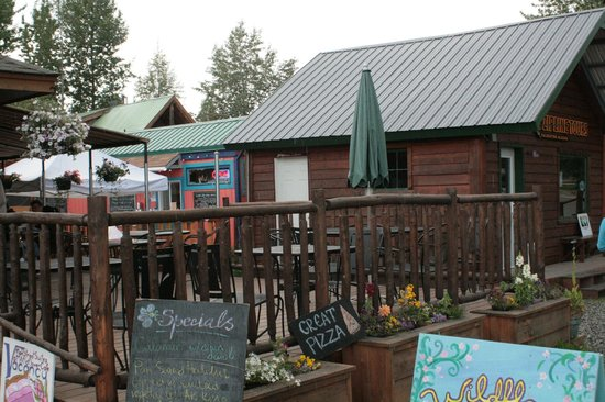 Wildflower Cafe: Outdoor Seating
