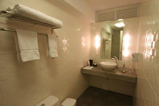 Tierra Viva Arequipa Plaza Hotel: Clean and functional bathroom