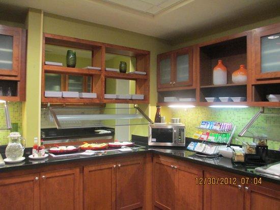 Hyatt Place Birmingham/Hoover : breakfast area