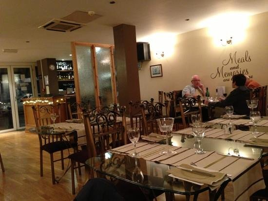 AJ's Bistro: Comfortable dining room