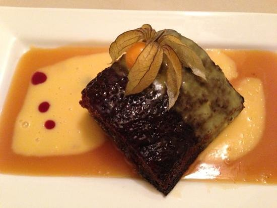 AJ's Bistro: Sticky Toffee Pudding with custard
