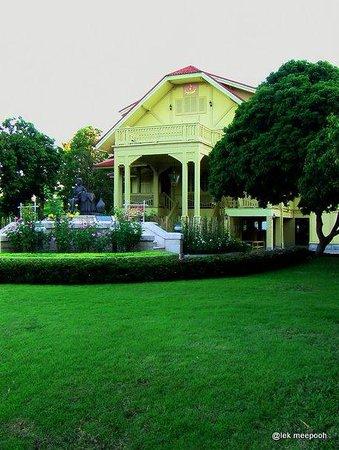 The Dara Pirom Palace: ด้านหน้าพระตำหนัก