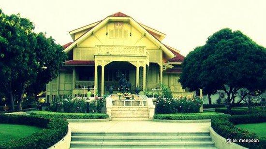 The Dara Pirom Palace: ด้านหน้าตำหนัก