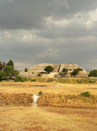 The Cacaxtla-Xochitecatl Archeological Site : pyramid of the Flores