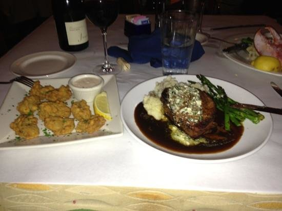 Flying Fish Cafe & Wine Bar: filet and fried oysters