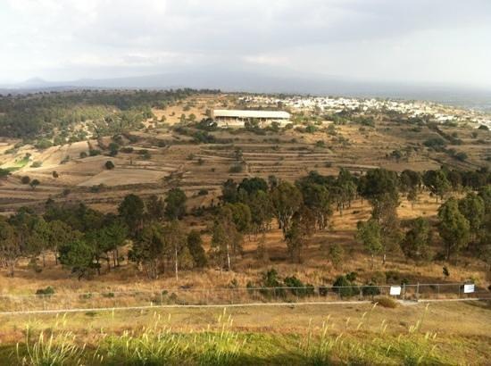 The Cacaxtla-Xochitecatl Archeological Site : view from Xochitecatl, Cacaxtla in the distance