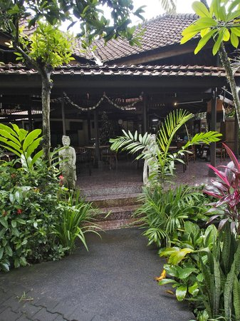 Taman Harum Cottages : Dining entrance