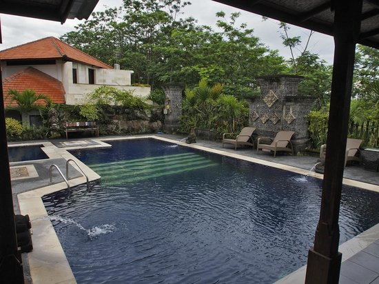 Taman Harum Cottages : Pool area