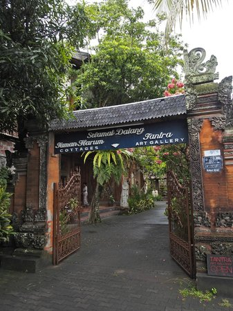 Taman Harum Cottages: Entrance gate