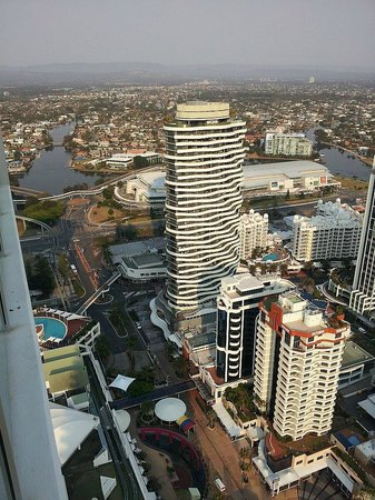 ULTIQA Air On Broadbeach: You can see the monorail track that takes you to the casino