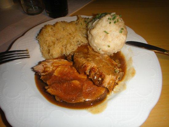 Bergrestaurant Kehlsteinhaus: Pork chops with sauerkraut and potatoes