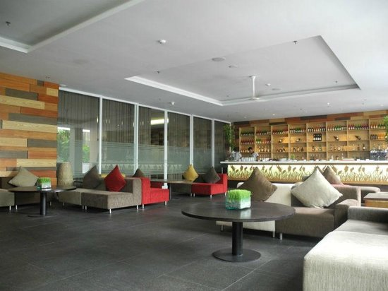 Mercure Bali Harvestland Kuta: Spacious cafe
