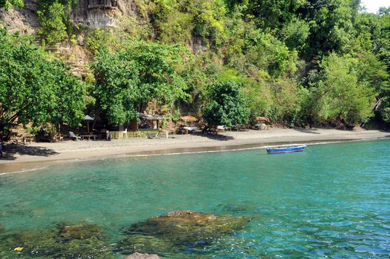 Mango Bay Cottages: 300 feet of secluded beach