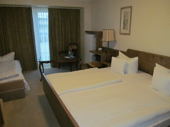 Kraft Hotel: large room for 3