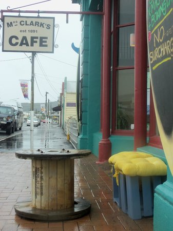 Mrs Clarks @ The Crib Cafe: Yellow seats only sign of sunshine today