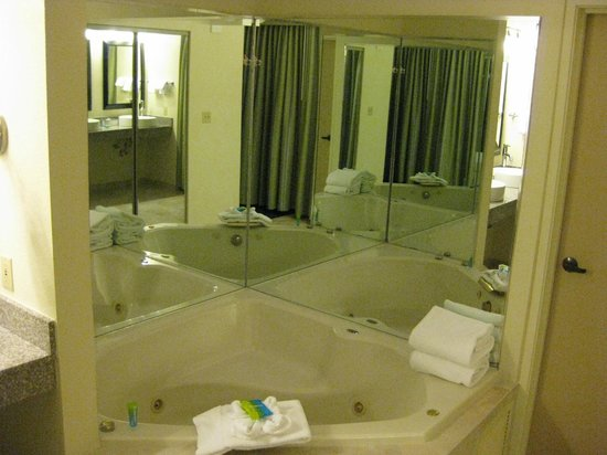 Main bathroom whirlpool tub - Presidential Suite
