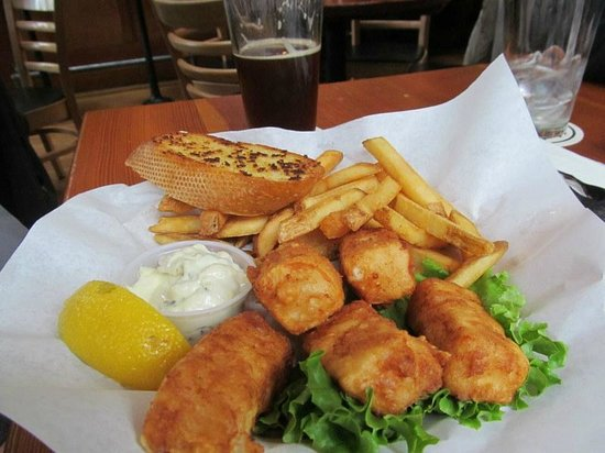 Bill's Tavern & Brewhouse : Fish and chips.