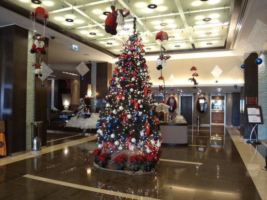 Lobby Christmas Decorations Picture of Crowne