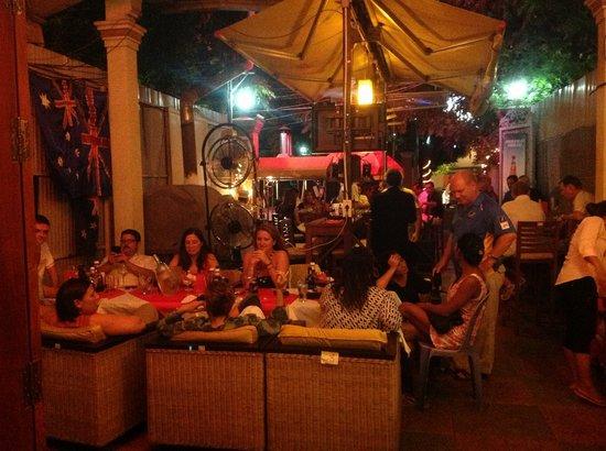Aussie XL Cafe: In full swing