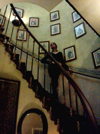 As Janelas Verdes: The beautiful winding staircase