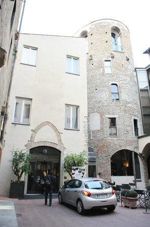 Hotel Brunelleschi: front of hotel