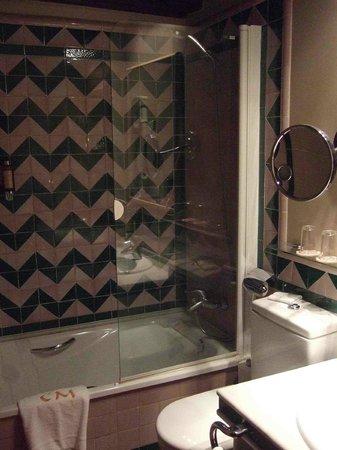 Hotel Casa Morisca: The classy bathroom