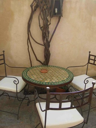Hotel Casa Morisca: Al fresco dining option