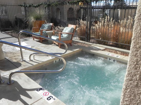 Hotel Parq Central: Braver souls than I utilized the hot tub when it was 35 degrees outside!