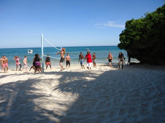 Leopard Beach Resort & Spa: Beach Volleyball - loads of fun
