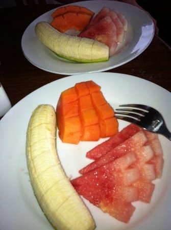 Alas Petulu Cottages: selection of fruits for dessert