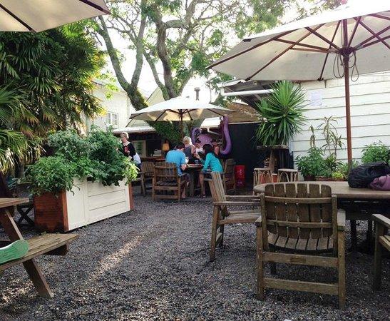 Hone's Garden : Pizza in the Garden