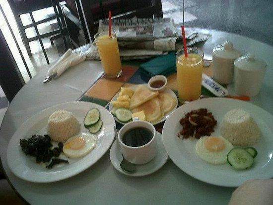 Fersal Hotel - Manila: Yummy breakfast