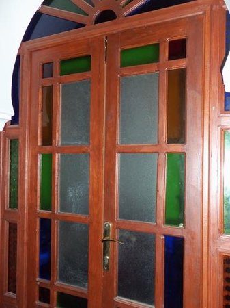 Dar el Yasmine: pretty glass door.