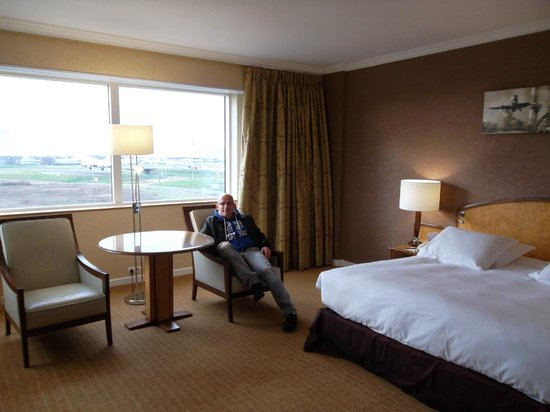 Hilton Paris Charles de Gaulle Airport: King Executive Room Plus