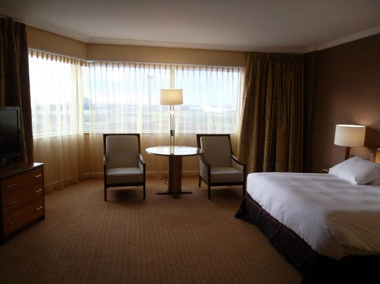 Hilton Paris Charles de Gaulle Airport: King Executive Room Plus  201