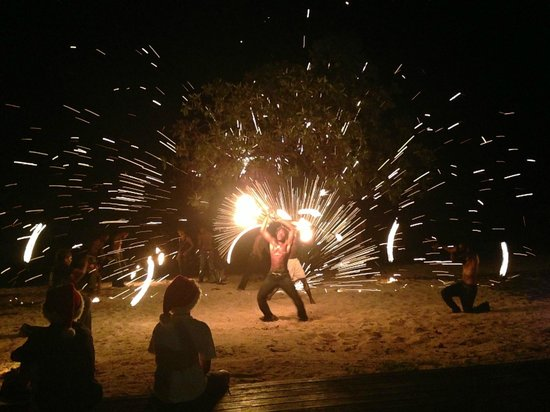 Eratap Beach Resort: Amazing fire dance show at dinner