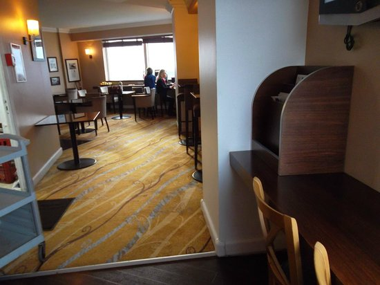 Hilton Paris Charles de Gaulle Airport: Executive Loundge