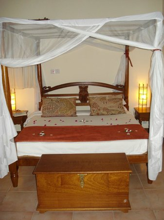 Pinewood Beach Resort & Spa: Bedroom