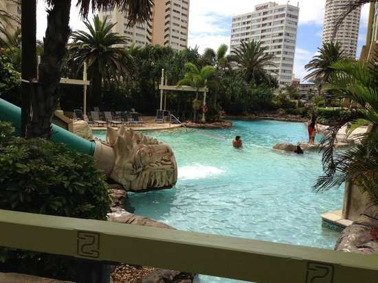 مانترا صن سيتي: Main pool showing water slide exit