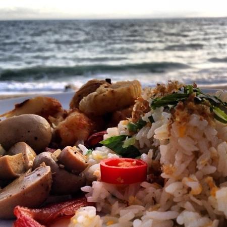 Impiana Resort Chaweng Noi: Breakfast by the beach